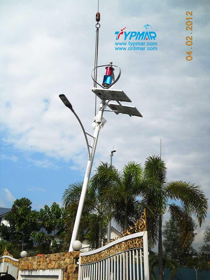 马来西亚风光互补路灯工程吊装